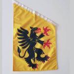 Södermanland fasadflagga mot grå bakgrund